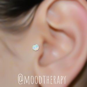 Moodtherapy Jewelry - 925S 4mm White Fire Opal Tragus Stud Earring